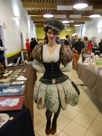La jeune créatrice de Mad'Hands avec son costume absolument WOW.
